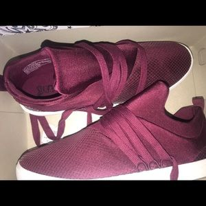 NWT BURGUNDY BRASH SNEAKERS SIZE 11 WOMENS